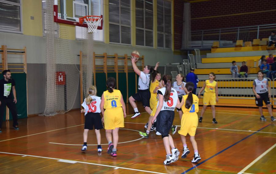 Občinsko tekmovanje v košarki za mlajše dečke in deklice