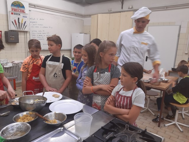 Učenci 6. razredov smo obiskali Srednjo šolo za  gostinstvo in turizem v Novem mestu