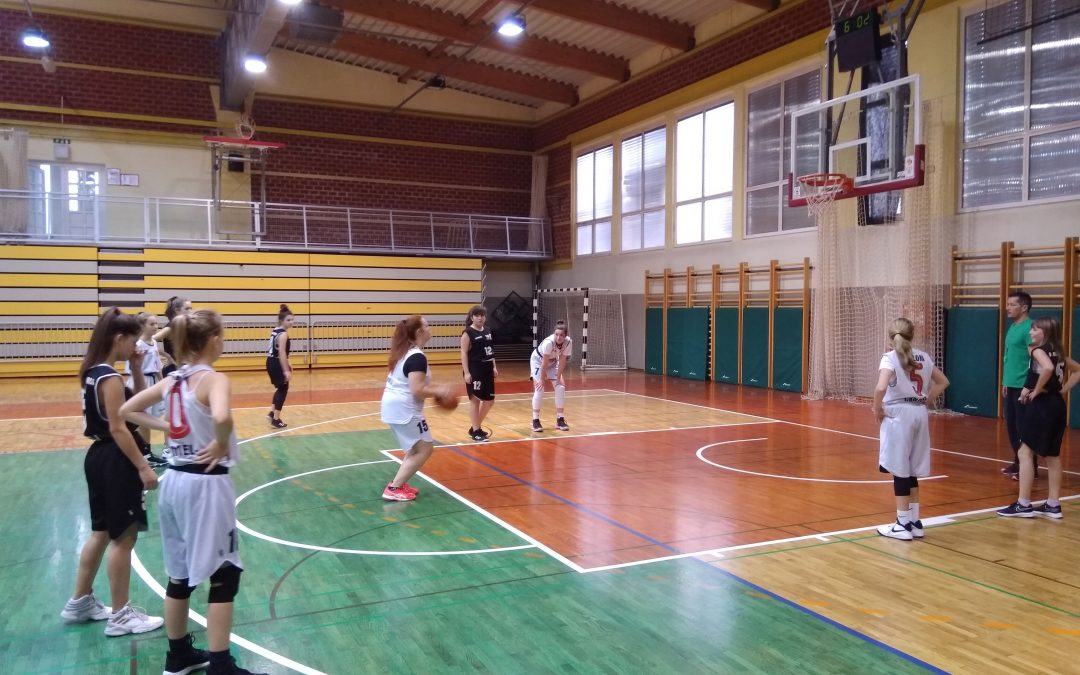 Občinsko tekmovanje v košarki za starejše deklice