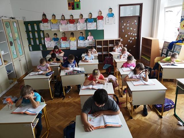 V podružnični šoli Adlešiči smo »vzeli Dan zlatih knjig čisto zares«