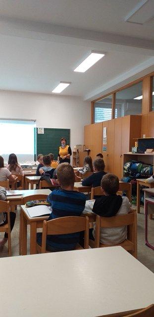 Podelitev priznanja za prispevek OŠ Loka Črnomelj ob 20-letnici praznovanja evropskega dneva jezikov